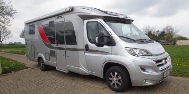 Type 08 1 luxe semi integraal camper automaat met lage enkele bedden 2 personen - Kind ruimte luxe ...