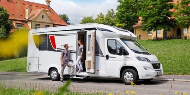 Type 09 luxe semi integraal camper automaat met queensbed en hefbed 2 4 personen - Kind ruimte luxe ...